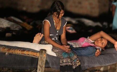 贫穷的印度少女为生计去做站街女(组图)