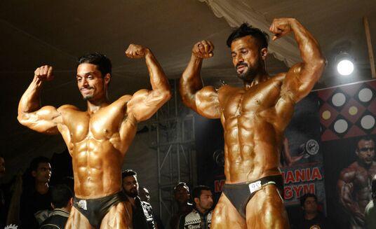 巴基斯坦举办健美大赛:肌肉猛男诠释力与美(图)