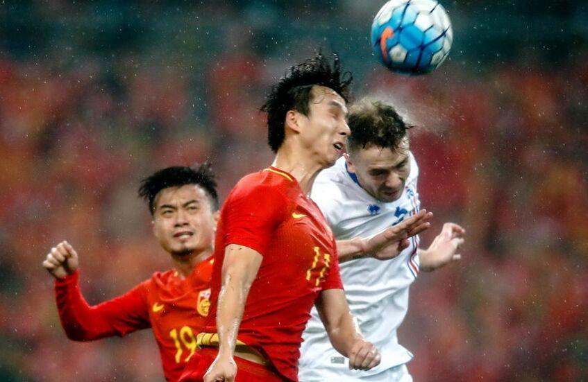 中国杯赛事广西南宁揭幕:中国男足队0-2负于冰岛