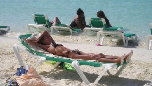 28岁皮包骨女模特辞世 仅重32公斤如同干尸(组图)