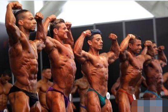 帅哥美女参加哥伦比亚健美比赛 侧面正面展示身材