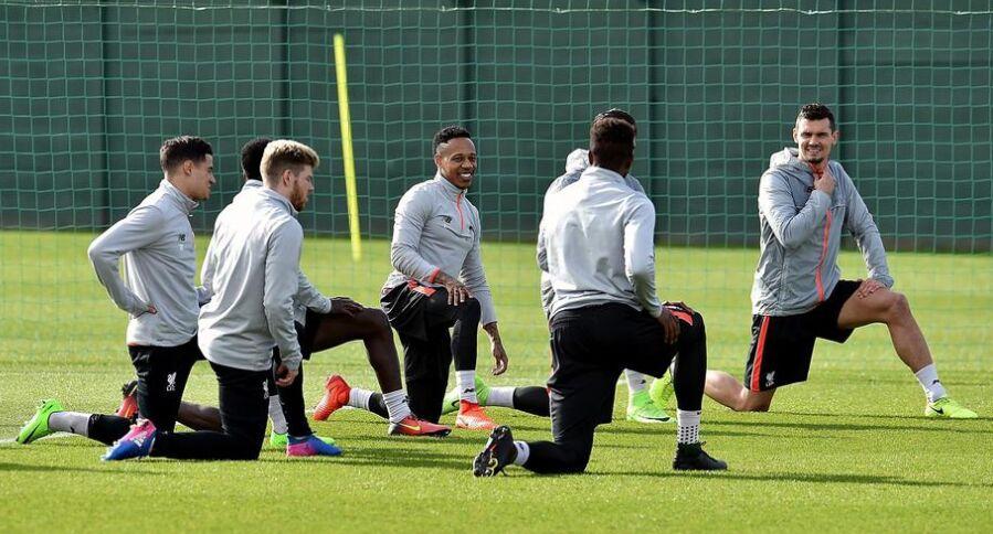 利物浦全队球员热身训练备战英超联赛(组图)