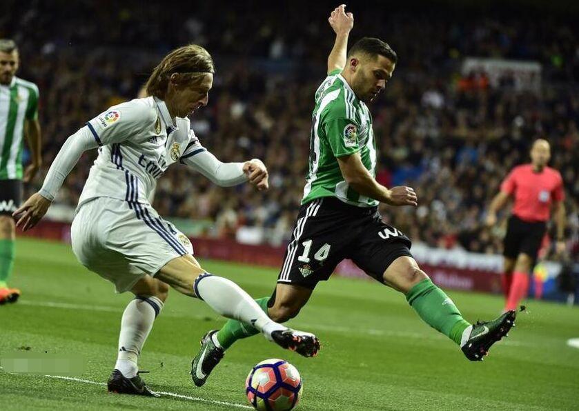 西甲第27轮:皇家马德里2-1皇家贝蒂斯(组图)