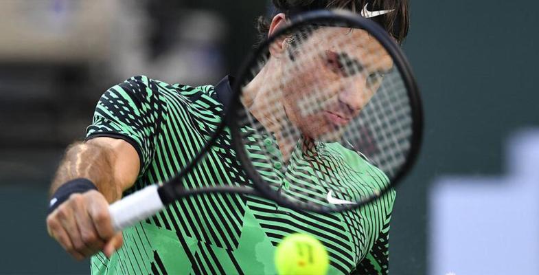 巴黎银行赛费纳第36决 网球球星费纳合影(组图)