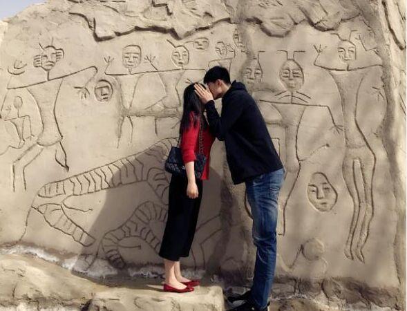 广厦前锋胡金秋微博上晒与女友游玩新疆照片(图)
