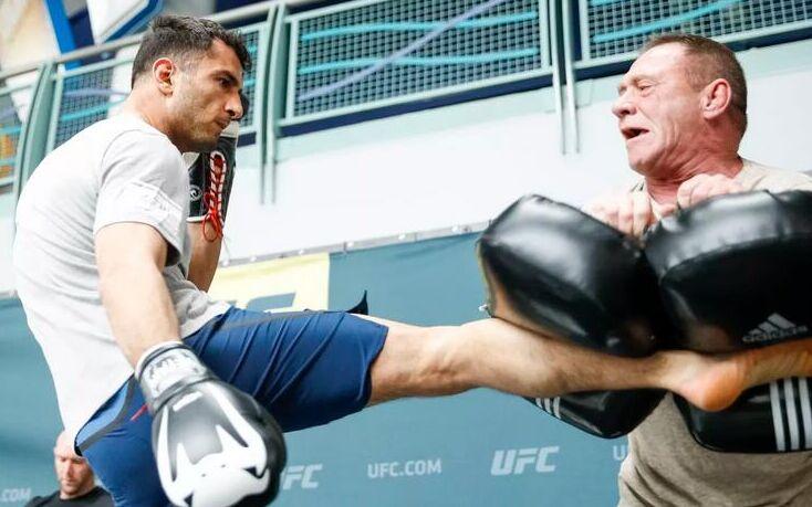 9日在纽约水牛城举行UFC210赛前公开训练瞬间