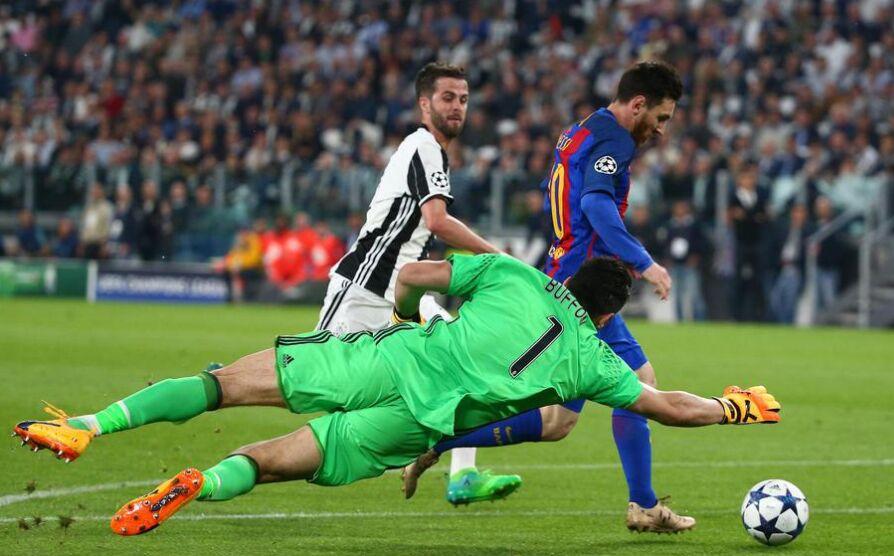 欧洲冠军联赛:尤文图斯主场3比0完胜巴塞罗那 图