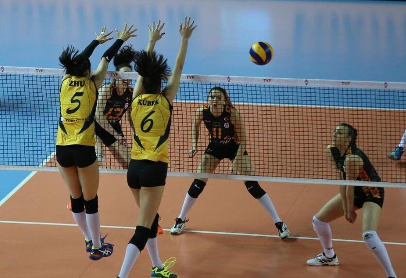半决赛:瓦基弗银行女排以3-2击败加拉塔萨雷|图