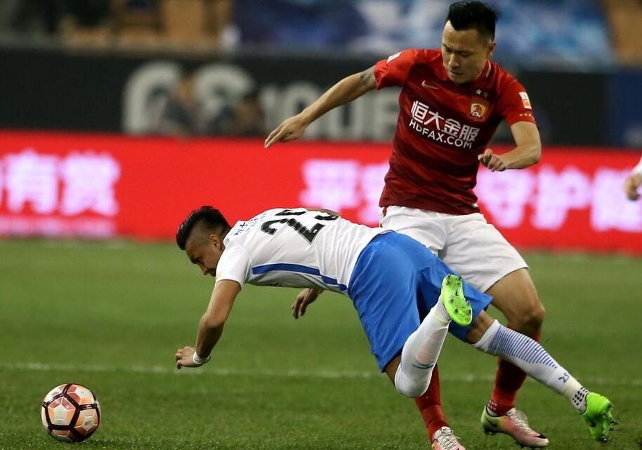 中超联赛第5轮:天津泰达队0-3广州恒大队(组图)