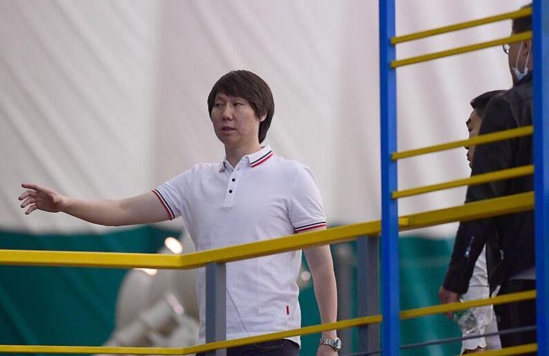 """国足教练员亮相""""李铁足球联赛"""" 沈阳火热进行(图)"""