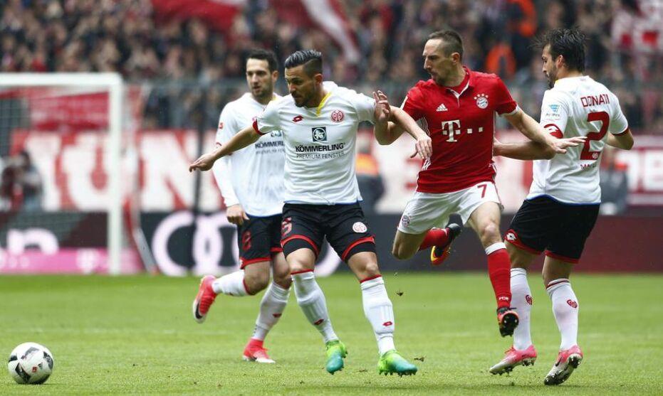 德甲第30轮:拜仁主场2比2美因茨 联赛2连平(组图)