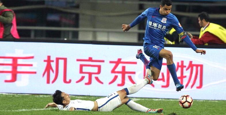 中超联赛:贵州恒丰智诚主场迎战上海申花(组图)