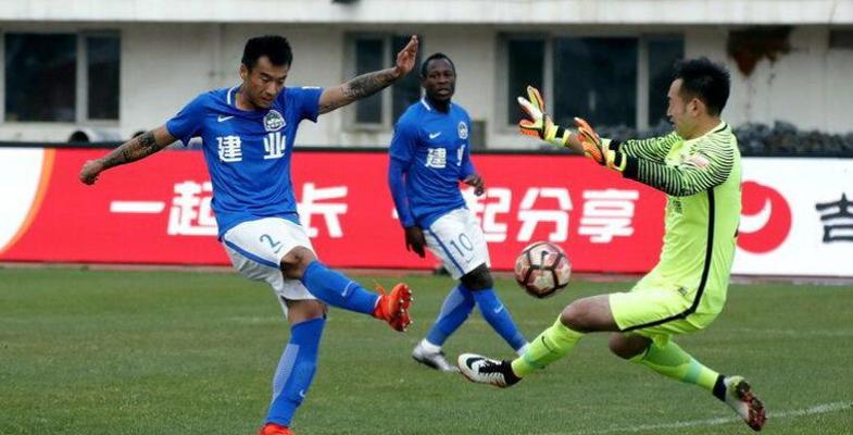 中超联赛第6轮:长春亚泰队1-0河南建业队(组图)