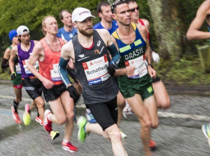 德国汉堡马拉松赛举行 众选手古城穿越(组图)