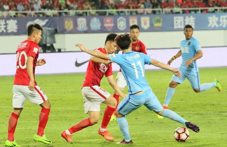 中超联赛第10轮:广州恒大主场2-1江苏苏宁(组图)