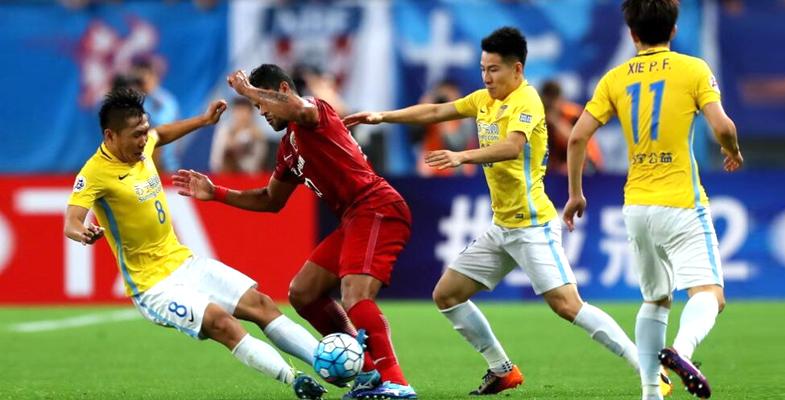 亚冠联赛淘汰赛:上海上港队2-1江苏苏宁队(组图)