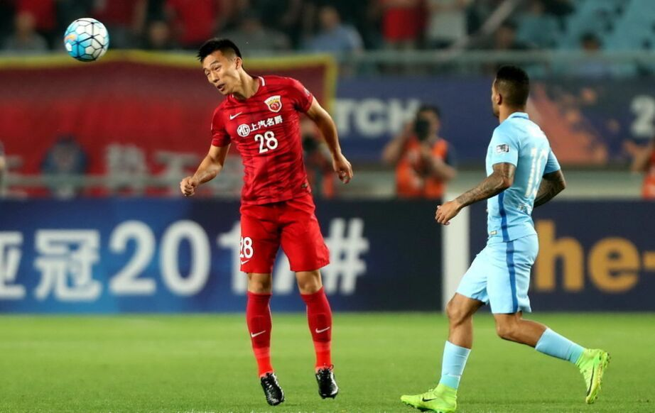 亚冠联赛:江苏苏宁主场2-3上海上港(组图)