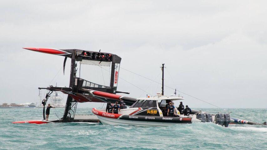 第35届美洲杯帆船赛新西兰酋长队翻船(组图)