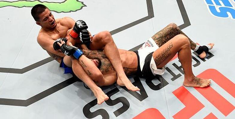 马克-亨特第四回合TKO击败德瑞克-刘易斯获6连胜