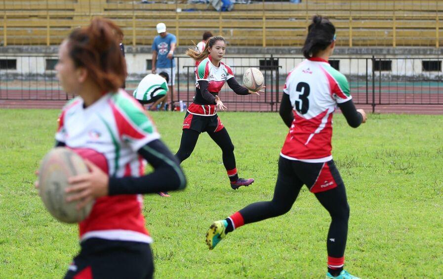 安徽女子橄榄球队备战全运邀国外强队过招(组图)