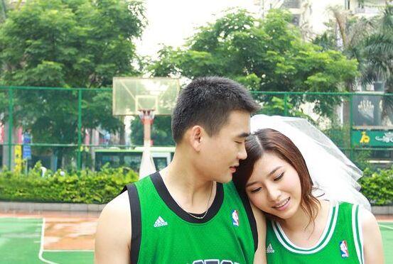 是否也梦想着拍篮球场婚纱照!这才是篮球铁粉!