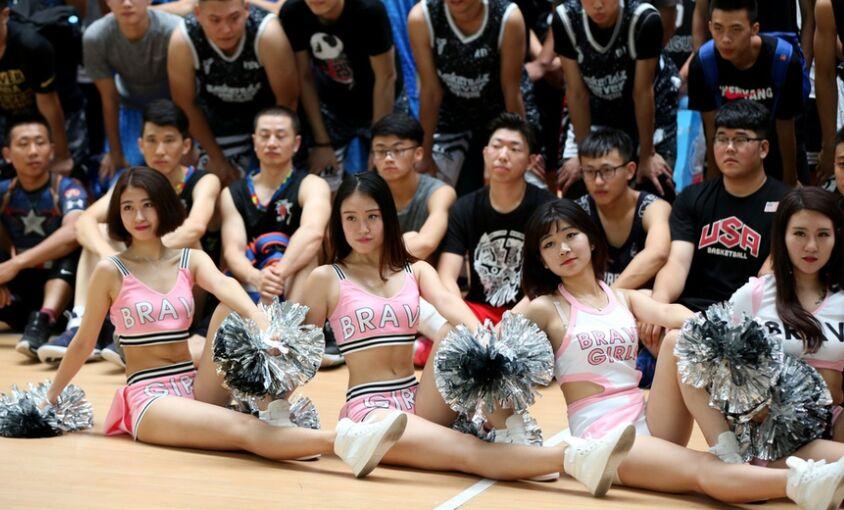 世界街球海选系列赛篮球宝贝火辣热舞抓人眼球
