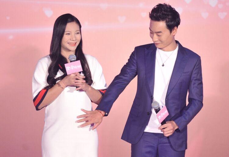 体坛明星秦凯夫妇亮相电影发布会何姿满脸幸福