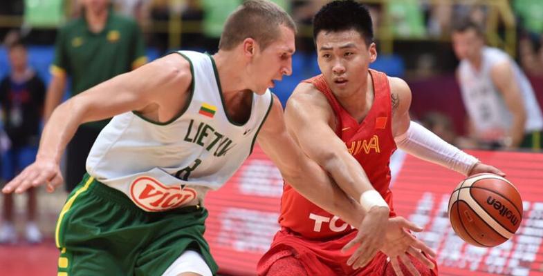 男篮热身赛:中国男篮红队70-53战胜立陶宛(组图)