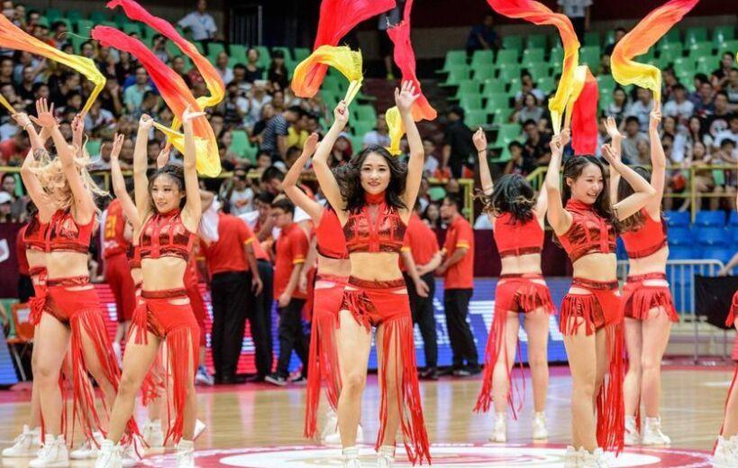 国际男篮邀请赛成都站:啦啦队热舞大秀中国风