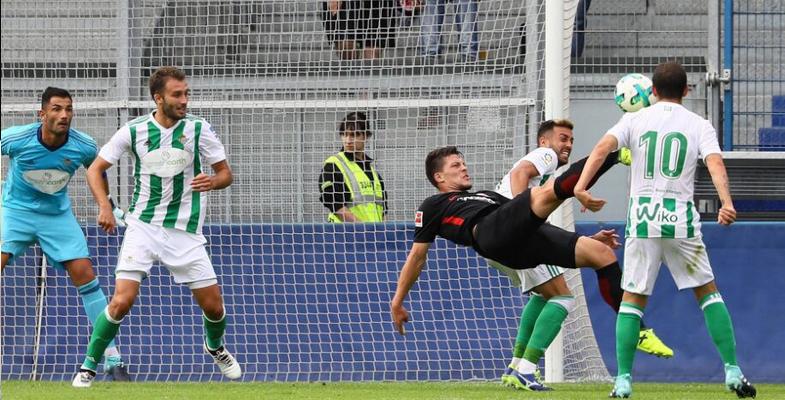 足球友谊赛:法兰克福3-0贝蒂斯(组图)