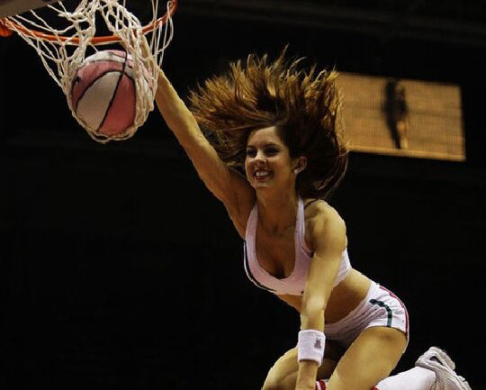 NBA宝贝靓丽瞬间 百变造型和热辣舞姿吸晴