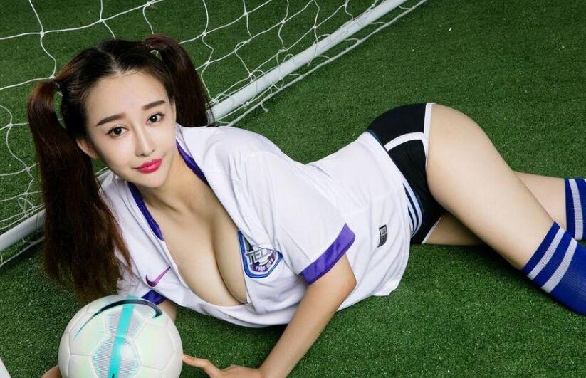 双马尾青春靓丽泰达权健足球宝贝同框比美巨乳吸晴