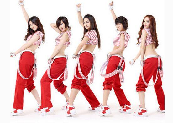 啦啦队美女:情系深圳,星伴我?#27169;。?#32452;图)
