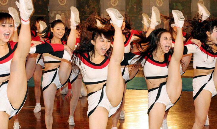 啦啦队宝贝激情热舞 清凉装秀婀娜多姿身材吸晴