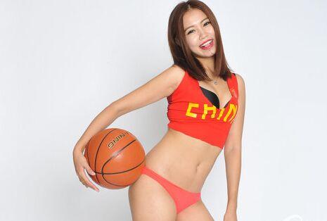 男篮亚洲杯:篮球宝贝黑丝美腿挥舞五星红旗助阵国篮