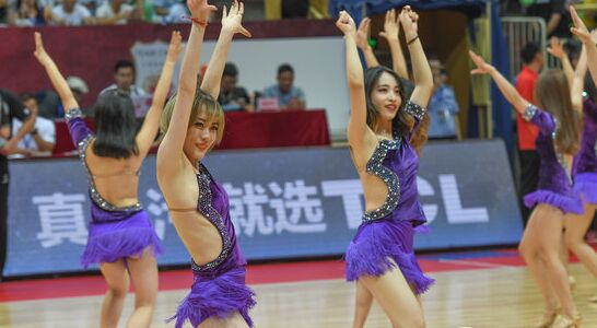 中国男篮红队vs新西兰 篮球宝贝热舞助威