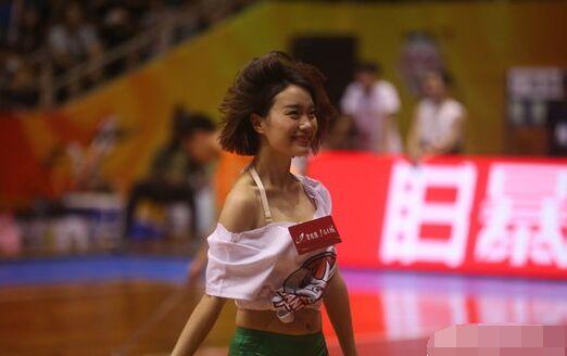 广西威壮114:102胜河南赊店老酒 篮球宝贝热舞