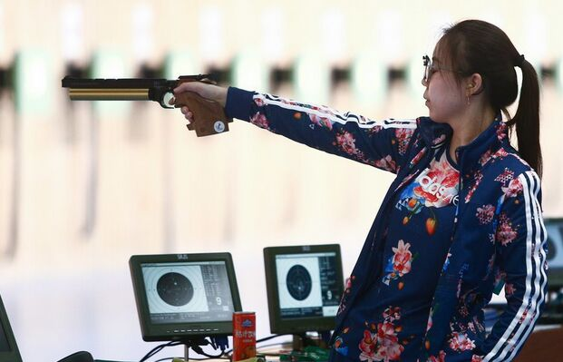 第十三届全运女子10米气手枪张梦雪无缘决赛 黑马夺金(图) -