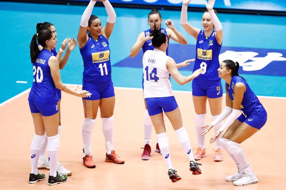中国女排VS巴西3-2拿下大冠军