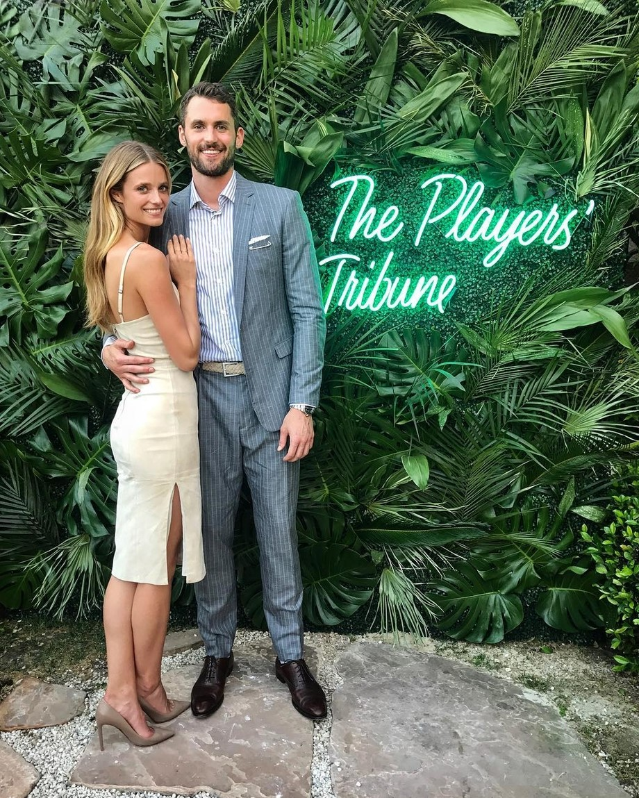 NBA新晋国民老公纤腰大长腿完美女友