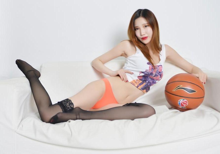 辽宁篮球宝贝穿冠军衫拍写真庆祝球队全运会夺金