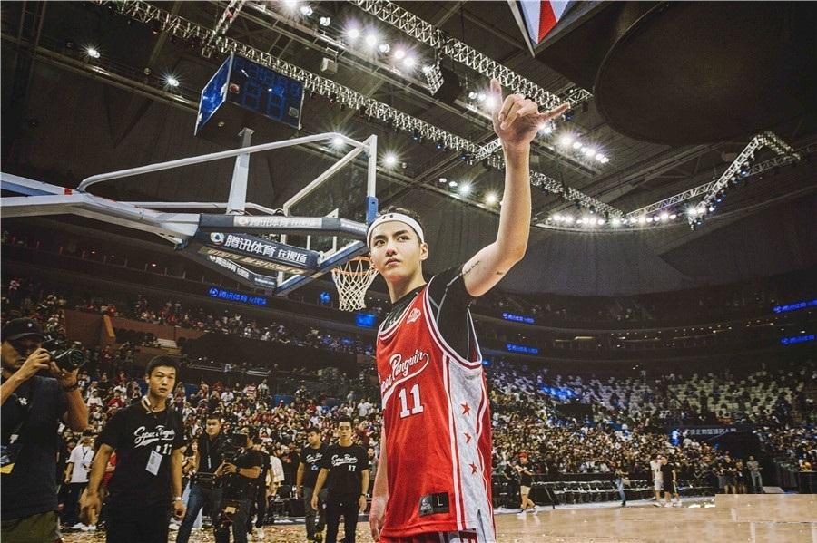 吴亦凡参加篮球名人赛堪比NBA巨星全场高呼他名字