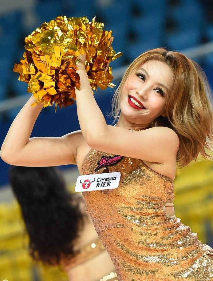 亚冠篮球宝贝狂放热舞性感迷人