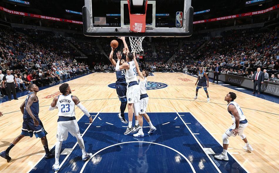NBA常规赛森林狼主场97-92战胜小牛