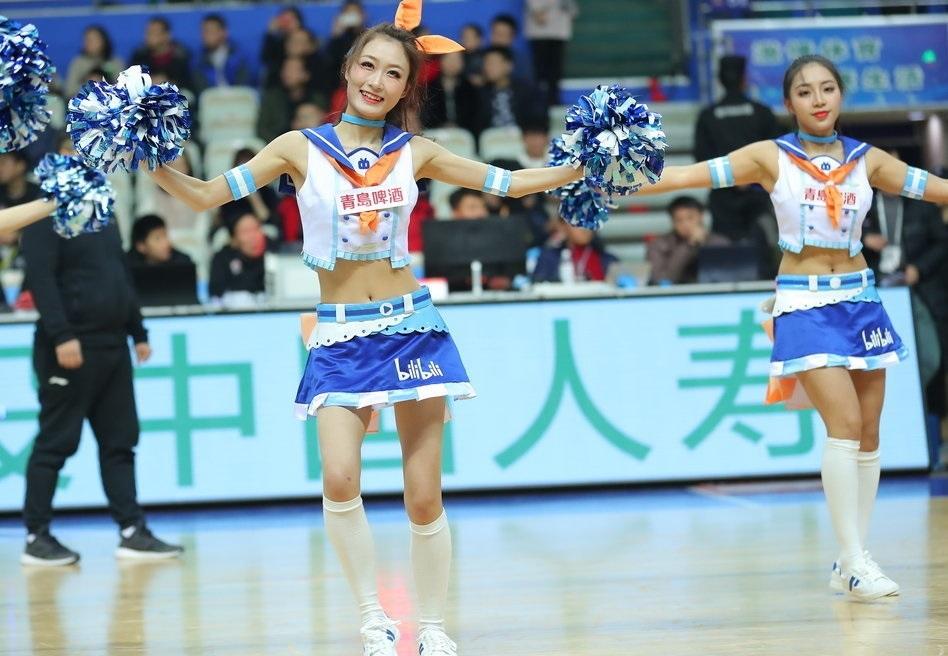 上海vs山东 篮球宝贝热舞助威