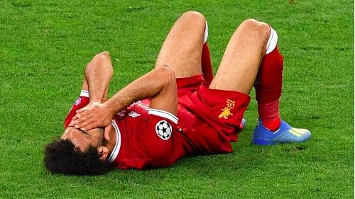 萨拉赫吊着手臂离开球场 或休战三周有望世界杯开赛前伤愈回归
