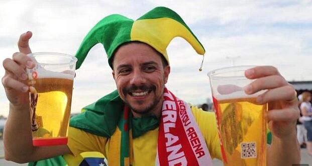 球迷狂歡不停暢飲不止 俄羅斯啤酒告急 世界杯啤酒不夠喝