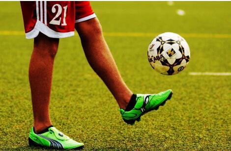 足球如何顛球以及需要注意的細節