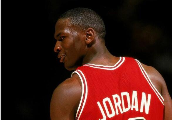 篮球之神乔丹,永远是篮球界的一个神话,影响甚远