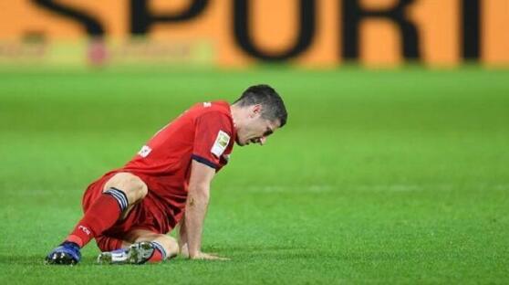 噩耗!莱万因膝伤提前返回拜仁 或无缘周末联赛